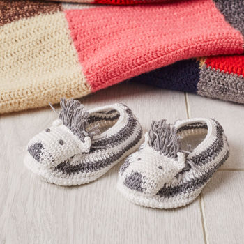 normal_crochet-zebra-baby-booties
